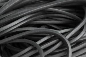 Kauczuk nitrylowy – dlaczego wykorzystuje sie go w produkcji wycieraczek